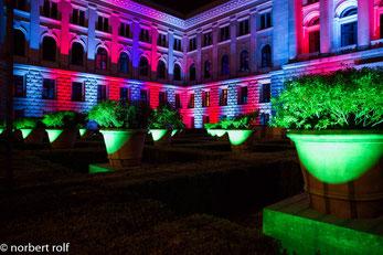 festival of lights - der ehrenhof vom Bundesrat. das foto wurde freihand gemacht.