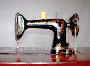 Husqvarna CB-N, Geradestich-Tischnähmaschine mit CB-Greifer, Baujahr 1934, Hersteller: Husqvarna, Schweden (Bilder: O. Goestchel)