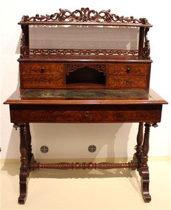 Schreibtisch Nuss 1850