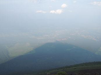 「影富士」ならぬ「影南部片富士」(笑)。岩手山の影が下界を覆う様は勇壮でした!