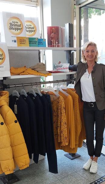 Inhaberin Petra Bothfeld präsentiert die Herbsttrends
