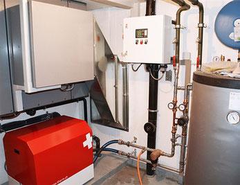 innen aufgestellte Luft-Wasser-Wärmepumpe von Solar hoch 2 - swiss made!