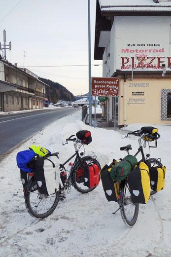 die Grenze zwischen Österreich und Italien. Der höchste Punkt liegt noch 2km entfernt
