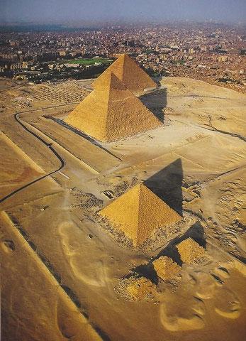 ギザ の ピラミッド