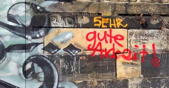 Graffito Sehr gute Arbeit! auf Seite Beziehungsseminar