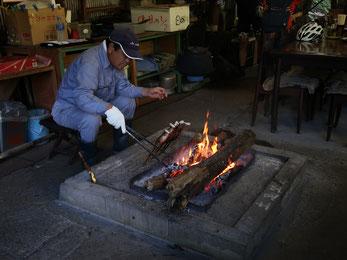 へいけ茶屋のお父さんが焼く、岩魚の塩焼き!
