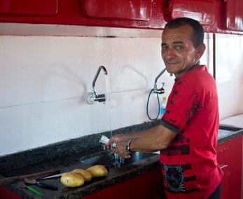 Lucio cocinando