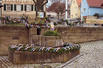 Nicht im Unterdorf, sondern am Brunnen hinter dem Rathaus treffen wir uns am 14.4.2018 um 15 Uhr