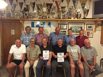 Gruppenfoto der Meistermannschaft von 1974/75 und 1984/85.