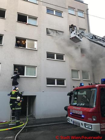 Feuerwehr; Blaulicht; Berufsfeuerwehr Wien; Brand; Hernals; Keller;
