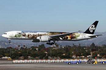 Air New Zealand Boeing 777-300 (ZK-OKP) coming into LAX. Photo: Brandon Farris / AirlineReporter.com