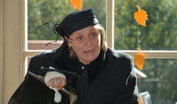 Poldi Grausgruber alias Maria Dürrhammer, Puppenspielerin