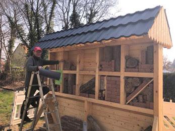 Bau des Insektenhotels an der Kleinbahn