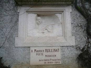 """""""Le poète et sa Muse"""", bas-relief en marbre d'Auguste Rodin enchâssé dans le mur de l'église de Fresselines."""
