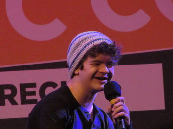 Gaten Matarazzo smiles at Dutch Comic Con