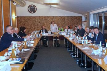 IHK-Gremium Neumarkt diskutierte zum Thema Wirtschaftsförderung. (Foto: Frodl)