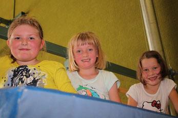 Jamila, Jasmin und Marie (v.li.) beim Kindertag des Jugendförderverein TuS Stemwede