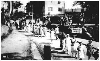 Festumzug 1934. Thema dieses Bildes: Sagengestalten der Heimat. Heimat-Geschichte und -Verbundenheit wurden in Lotzdorf immer groß geschrieben.
