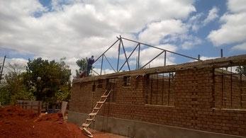Die erste Dachtrasse wird gestellt...