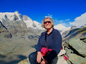 Hanni vor der Pasterze und dem Grossglockner Gipfel