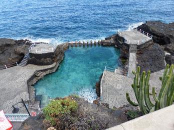 Der Charco Azul im Nord-Osten, in der Nähe gibt es auch einen kleinen Hafen und einen Badestrand