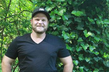 Daniel Huber, Garten Regisseur, in München, Freising, Praktiker mit Kraft und Geschick