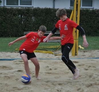 David Windischbauer und Elias Reith (re) beim Beachsoccer-Abschlussturnier! Foto: LAZ Wels