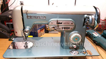Prinzess FL Super Zig Zag, Flachbett, Fußantrieb oder Motoranbau möglich, Hergestellt in Japan, Prinzess-Nähmaschinen-Vertrieb: Hüpeden & Co., Hamburg (Bilder: R. Trentau)