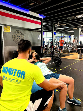 Acondicionamiento físico en grupo con sala de entrenamiento polivalente