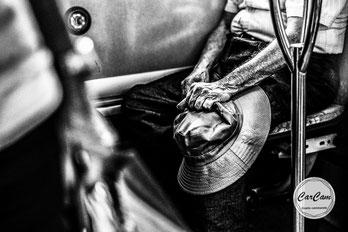 paris, amour, love, chapeau, vieux, old, noir et blanc, black and white, street photography, CarCam, travel