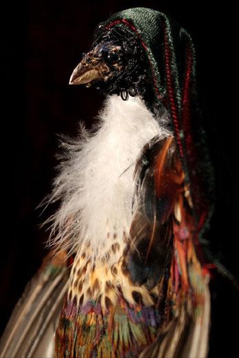 """""""Petit Oiseau-Vierge Royal"""" / Détail / Petite bouteille, plâtre, plumes, dentelle, velours / h.17 cm / Kinder-k 2014"""