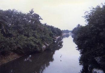 川沿いのガート