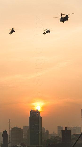 Helicópteros sobrevolando la ciudad de Singapur