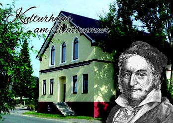 Im Jahr 1825 machte Carl Friedrich Gauß für rund zwei Wochen in  Langwarden Station. Gauß und sein Sohn Joseph logierten im heutigen  Kulturhaus, das 1825 noch das Gasthaus Loh war.