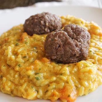 Karotten-Risotto mit Fleischbällchen