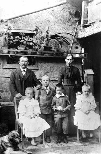 Familie Johann Speiser-Fricker (Füürberg-Hof); um 1908