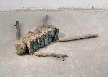 Autokatalyse III, 1991, Bronze, Aluminium, 6 Ex., 29 x 150 x 148 cm