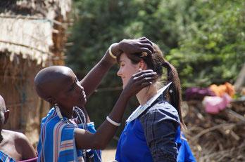 Tansania-Erfahrene Lotte Schlör bei den Maasai