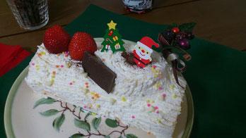 ロールケーキでブッシュドノエル