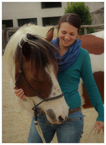 séances d'équithérapie en Vendée (85) et Loire atlantique (44), psychomotricité avec le cheval, équithérapeute, marie pouffarin