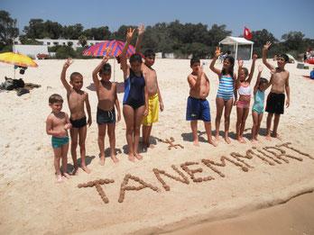 Au nom des enfants, ce petit groupe de enfants, voudrait exprimer leurs remerciements aux donnateurs avec ce foto.