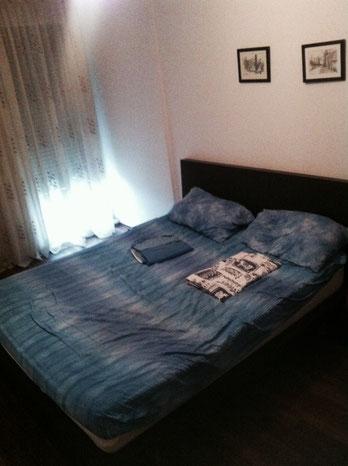 Bett in der Gästewohnung Tirana, Albanien