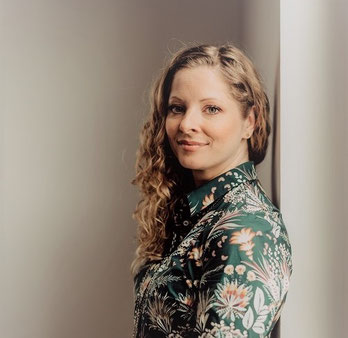 Katharina Lehmkuhl ist systemischer Lifestyle- & Beziehungscoach sowie Gründerin des Hochzeits- & Lifestyleportals Diverse Diamonds
