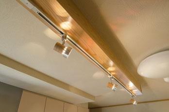 天井の梁を活かした照明