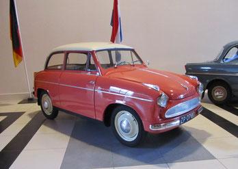 Een Lloyd TS Alexander uit 1959, te zien in het Louwman Museum in Den Haag.