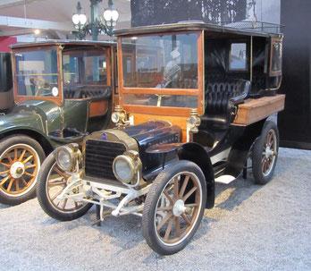 Een Mors 14-19-HP Landaulette Town Car uit 1904, te zien in het Louwman Museum in Den Haag.