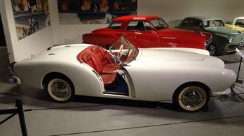 Een Kaiser Darrin DKF-161 uit 1954, te zien in het Louwman Museum in Den Haag.