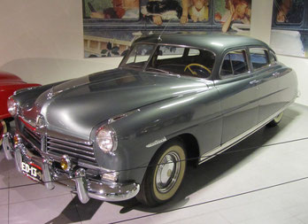 Een Hudson Commodore 8 uit 1948, te zien in het Louwman Museum in Den Haag.