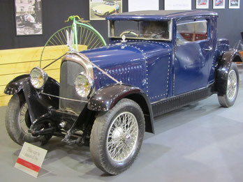 Een Voisin op de Techno Classica 2015 in Essen.