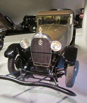 Een Hotchkiss AM 80 Veth Coupe uit 1928, te zien in het Louwman Museum in Den Haag.